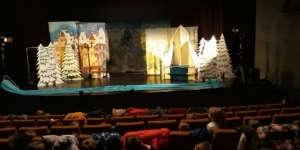 Przedszkolaki w MOKISiE - Spektakl Królowa Śniegu