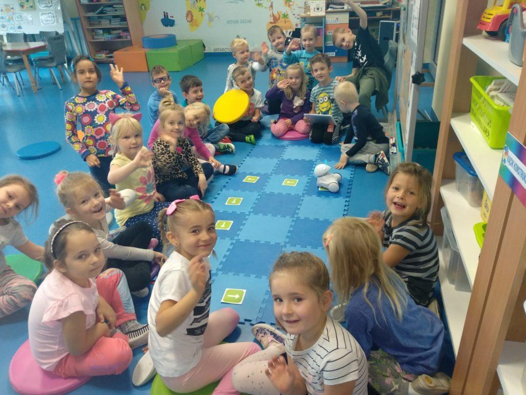 Programowanie Na Dywanie Przedszkole Gminne W Dobroszycach
